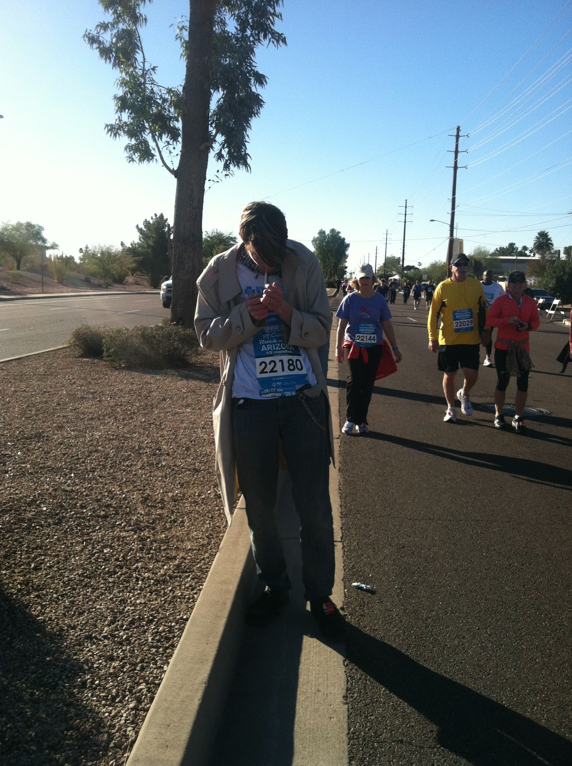 What?! Yes, indeed. This is a smoking half marathoner (during the race!).